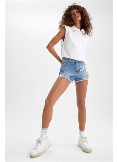DeFacto Yüksek Bel Yırtık Detaylı Nakışlı Jean Mini Şort Mavi